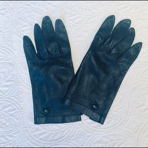Accessories - Leather gloves.